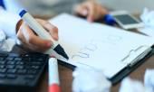 γυναίκα των επιχειρήσεων εγγράφως λίστα κενό σχέδιο — Φωτογραφία Αρχείου