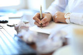 Businesswoman makes a note — Stock Photo