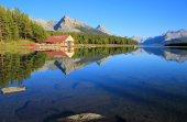 Maligne lake in Jasper national park, Alberta, Canada — Stock Photo