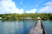 Long wooden pier at Nananu-i-Ra island, Fiji — Stock Photo