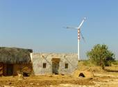 Small village with traditional houses and windmills in Thar dese — Stock Photo