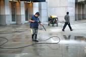 Man using pressure washer — Stock Photo