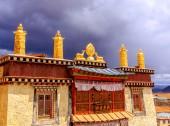 ガンデン寺もあります。 — ストック写真