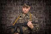 Soldier on the brick wall background — Stock Photo