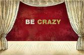 Theater vorhang mit aufschrift sein verrückt — Stockfoto
