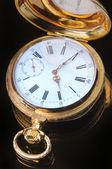 Relógio de bolso dourado vintage — Fotografia Stock