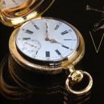 старинные золотые карманные часы — Стоковое фото #63716141