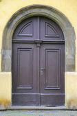 Porta velha em praga — Fotografia Stock