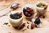 Varieties of dry,fragrant tea leaves — Stock Photo