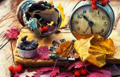 Rainy autumn weather,the old clock,fallen leaves — Stock Photo