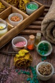 Wooden box with accessories for Spa treatments — Stockfoto