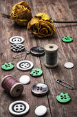Sewing buttons and thread — Stock Photo