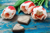 Three hand-carved wooden heart with bouquet tulips — Foto de Stock