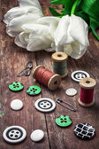 Thread and buttons — Stock Photo