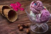 Fruit ice cream in  bowl — Stock Photo