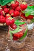 Vidro de refrescante cocktail de morango — Fotografia Stock