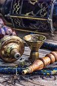Vattenpipa på träbord — Stockfoto