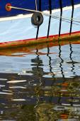 Reflection of a ship anchored — Stock Photo