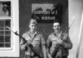 A soldiers posing with guns. The inscription in Russian: Russian Defence Ministry. Guard 1, the number of military unit 02018. Film scan. Large grain — Stock Photo