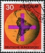 Postage stamp printed in Germany, shows the Cross in front of a globe with the Central and South America — Stock Photo