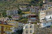 Residential homes on the hillside. Foothills of the Taurus. Alanya is a popular Mediterranean resort — Stock Photo