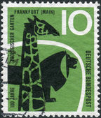 Postage stamp printed in Germany, dedicated to the 100th anniversary of the zoo in Frankfurt am Main, shows a giraffe and a lion — Foto Stock
