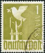 Postage stamp printed in Germany, shows a Germany Reaching for Peace — Stock Photo