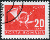 Postage stamp (stamp dues) printed in Romania shows postal horn with lightning — Stock Photo