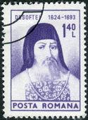 Frimärke tryckt i rumänien visar ett porträtt av metropolitan dosoftei — Stockfoto