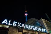 Train station Berlin Alexanderplatz and TV Tower in night illumination. The annual Festival of Lights 2014 — Stockfoto