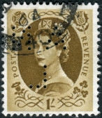 Postage stamp printed in England, shows a portrait of Queen Elizabeth II — Stock Photo