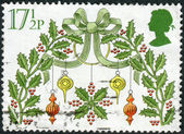 Postage stamp printed in England, Christmas Issue, shows a Traditional Decorations, Holy wreath — Stock Photo