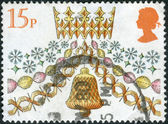 Postage stamp printed in England, Christmas Issue, shows a Traditional Decorations, Paper chain and bell — Stock Photo