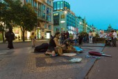 Evening performances of street artists on Wenceslas Square. Drumming. — Stock Photo