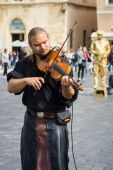 Performance of street musicians in medieval clothes — Stock fotografie