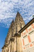 Facade of the Metropolitan Cathedral of Saints Vitus, Wenceslaus and Adalbert. Prague. Czech Republic. — Stock Photo