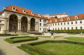 Wallenstein Palace and Wallenstein Garden. Wallenstein Palace is a Baroque palace in Mala Strana, currently the home of the Czech Senate. — Stock Photo