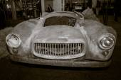 The remains of a body of fiberglass sports car Glasspar G2, 1949 — Stock Photo
