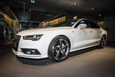Showroom. Verkställande bil-mid-size lyx bil Audi A7 3.0 Tdi quattro (2014) — Stockfoto