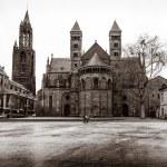 ������, ������: Vrijthof square Evangelical Church of John the Baptist left and the Basilica of Saint Servatius right