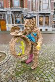 Vrijthof square. People and animals in stone and bronze by Han van Wetering — Stock Photo