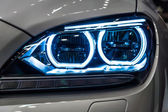 Showroom. Headlamp of a Grand tourer - executive coupe BMW 640i Gran Coupe (F06) — Stock Photo