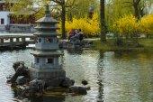Mini kamenné pagoda v čínské zahradě. — Stock fotografie