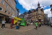 Protest Greenpeace activists in the historic center of the city against the Transatlantic Trade and Investment Partnership (TTIP). — Stok fotoğraf