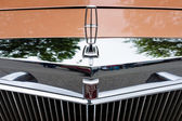Hood ornament of a personal luxury car Lincoln Continental Mark V — Stock fotografie