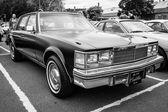 Full-size luxury car Cadillac Sedan de Ville, 1978. Black and white — Stock Photo
