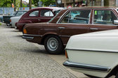 Various vintage cars standing in a row — Stock Photo