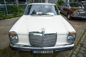 Mid-size luxury car Mercedes-Benz 250CE (W114), 1971 — Stock Photo