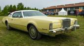 A two-door personal luxury coupe Lincoln Continental Mark IV — Stock Photo
