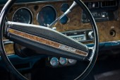 Cabin of the personal luxury car, Chevrolet Monte Carlo — Stock Photo